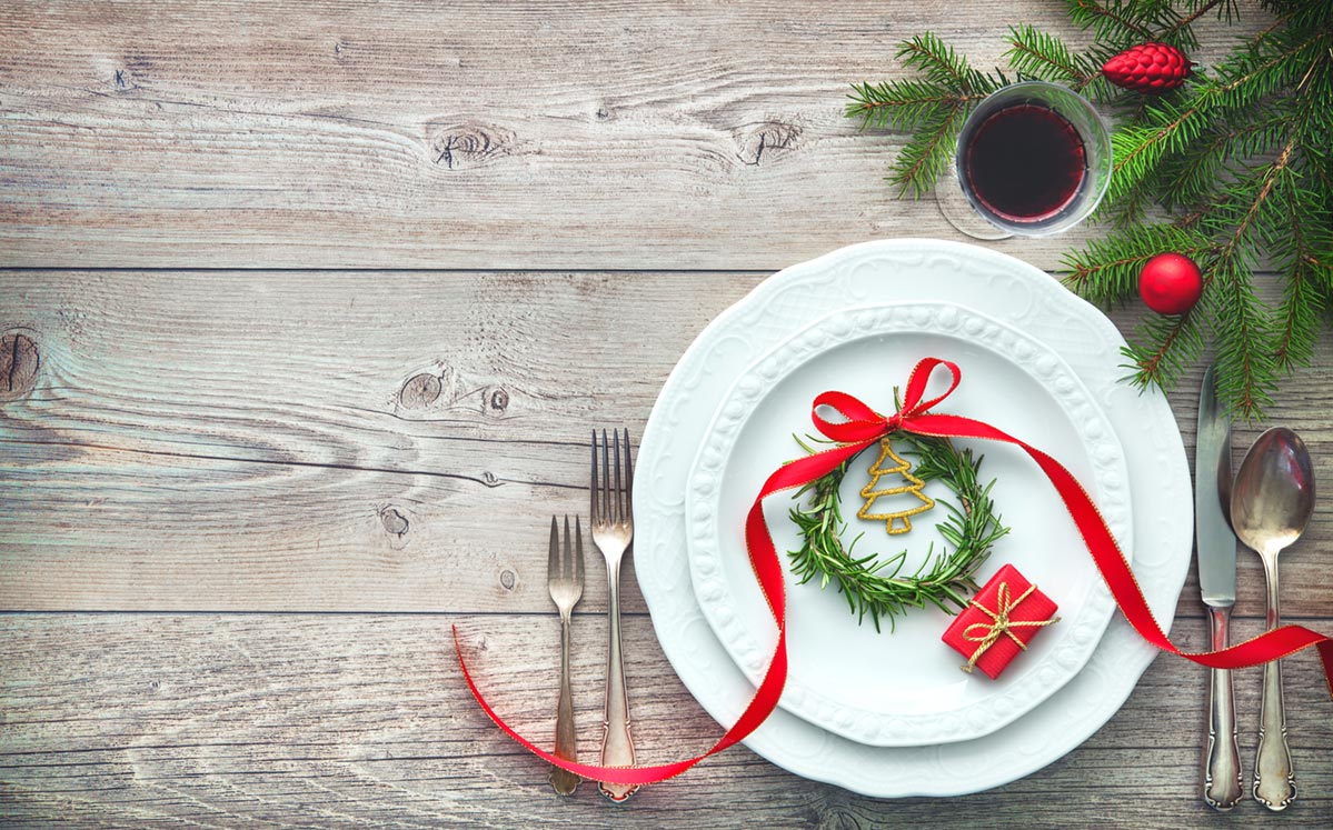 6 Festive Holiday Place Settings